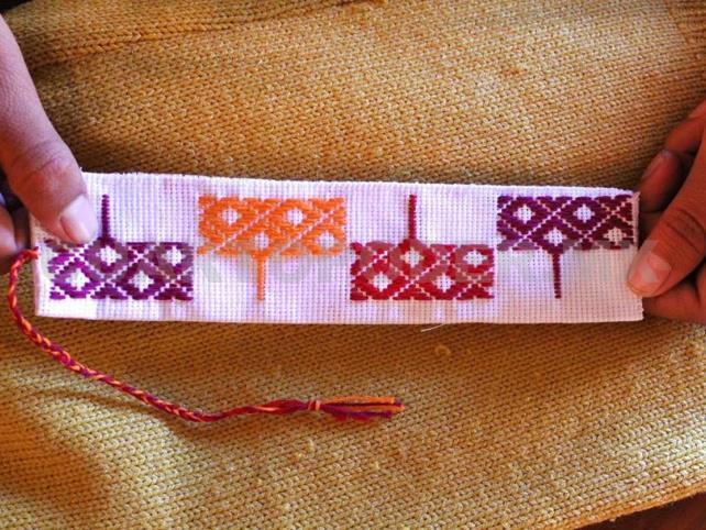Invitan a taller de teñido de hilos con palo de Brasil