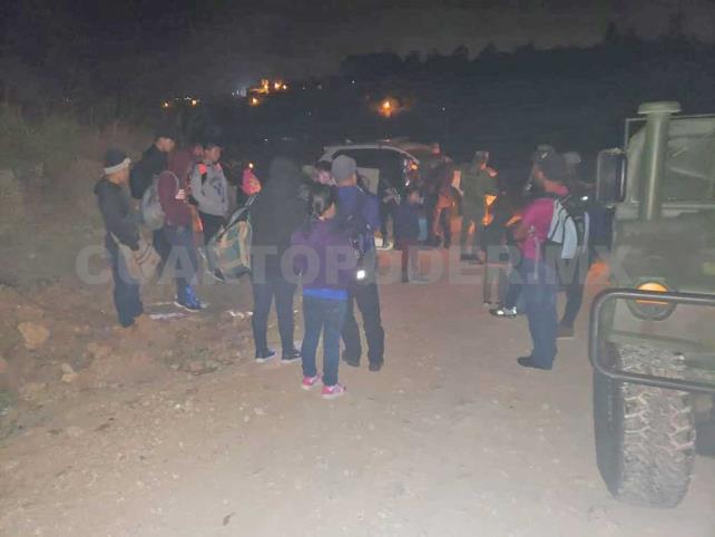 Rescatan a 26 migrantes y aseguran 7 vehículos