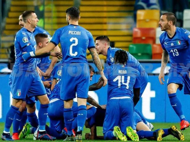 Italia cumple y derrota a Finlandia en eliminatorias