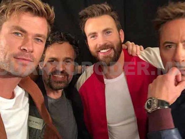 Avengers cantan como los Beatles