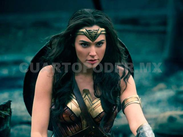 Wonder Woman felicita a Shazam