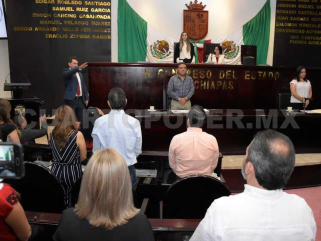 Asume Omar Molina como nuevo diputado local