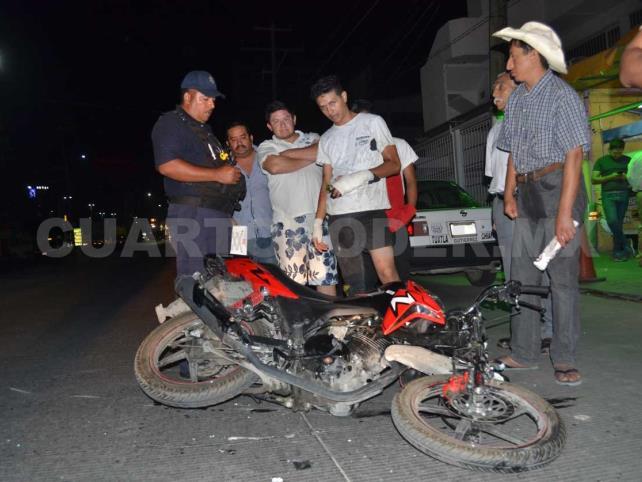 Motociclista se fractura ambas manos en percance