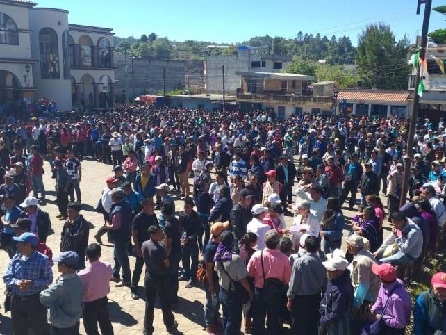 Pobladores de Oxchuc comienzan a reunirse, hoy eligen presidente municipal