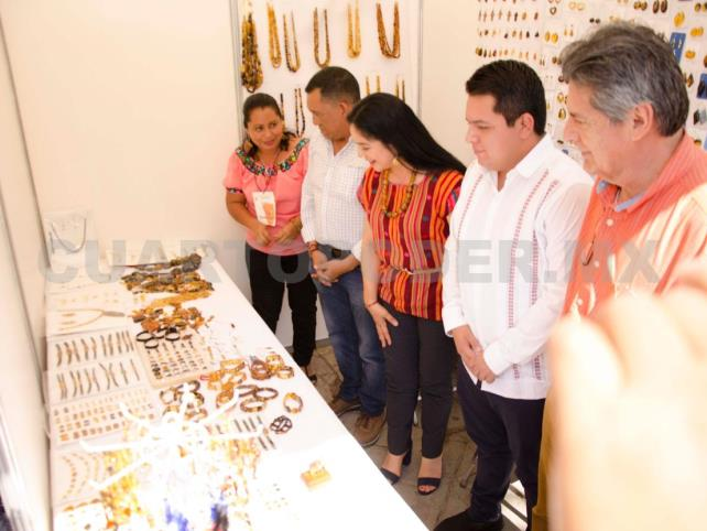 Inauguran Expo Ámbar en Parque de la Marimba