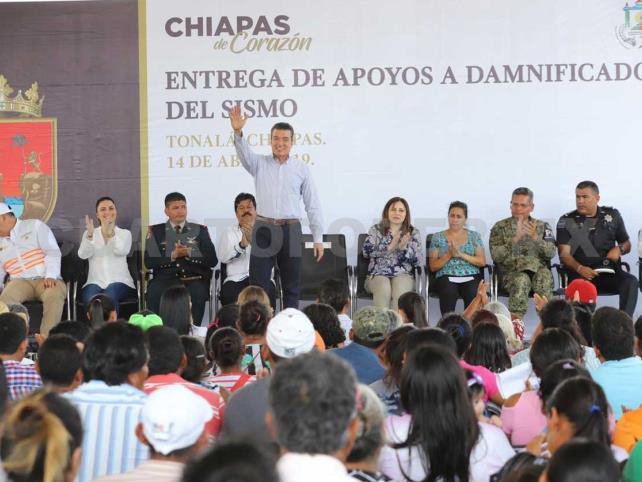Entrega Rutilio Escandón apoyos a damnificados
