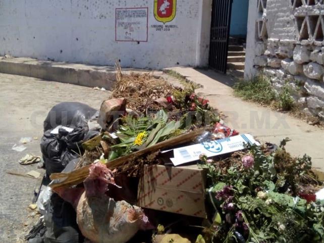 Basura acumulada afecta a panteón municipal