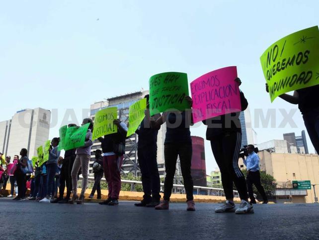 Padres exigen justicia contra maestro