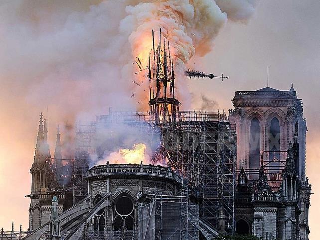 Fuego en Notre Dame