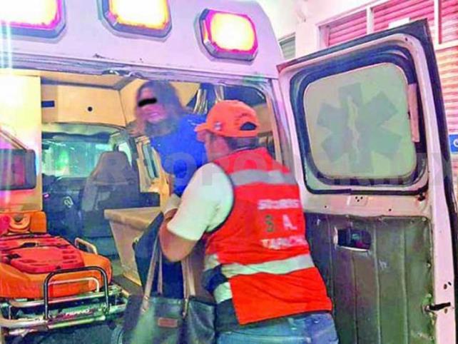 Dos heridos en choque de colectivo y motocicleta