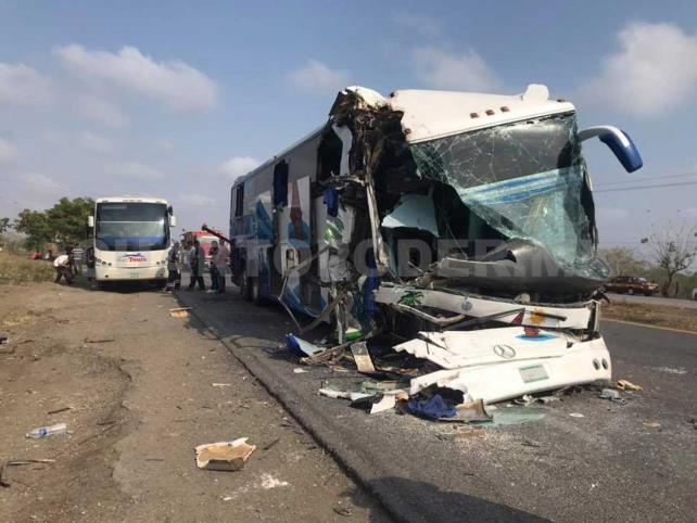 Dos lesionados en percance carretero