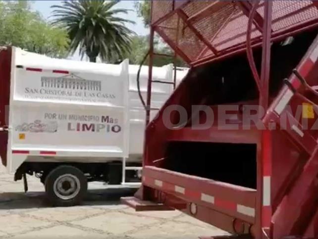 Pobladores retienen camiones de basura
