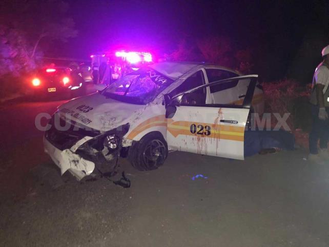 Muere conductor de taxi; pasajero queda herido