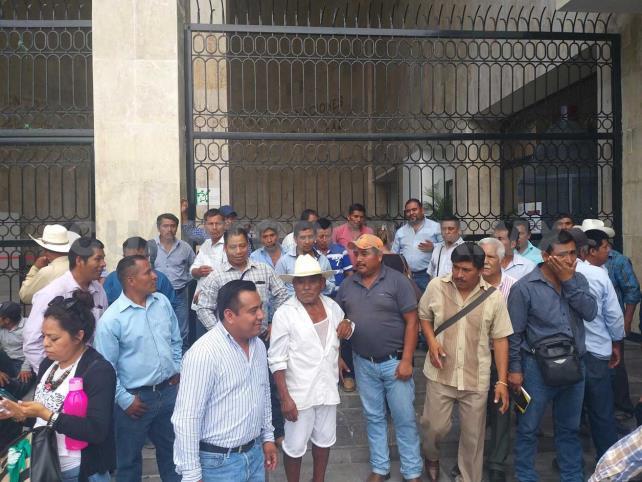 Celebran caída del edil; quieren Concejo Municipal