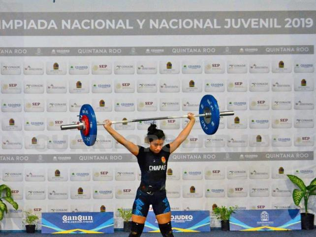 Xilari Fuentes logra medallas de plata y bronce