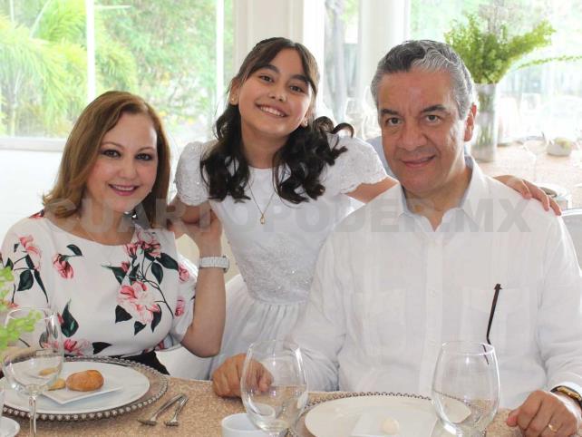 Ana Sofía hizo su primera comunión