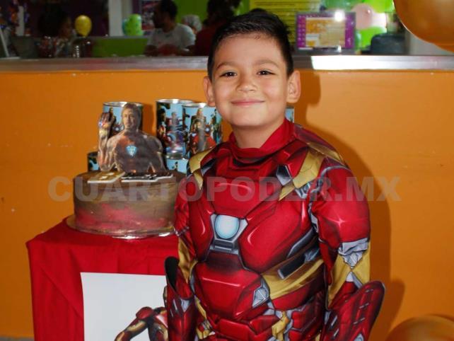 Héctor celebró junto a Iron Man