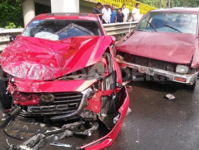 Alcaldesa provoca fuerte accidente; dos lesionados