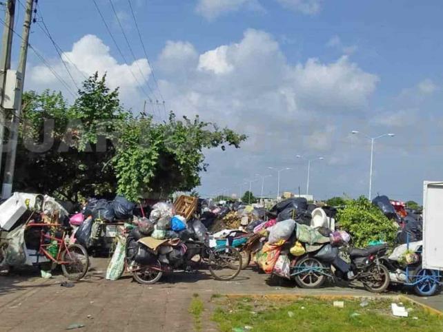 Tricicleros inconformes con cierre de basureros