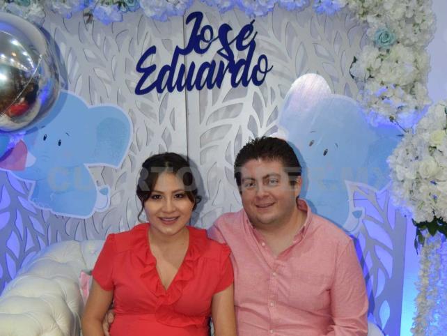 En espera del pequeño José Eduardo