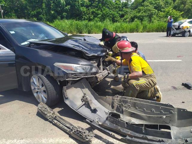 Choque de taxi salda con una lesionada