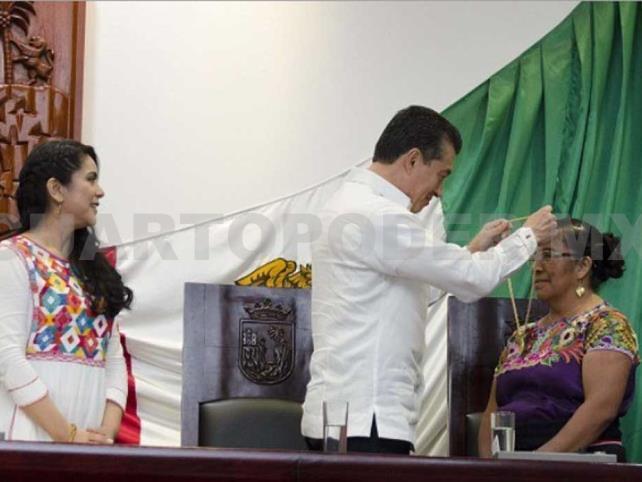 Medalla Rosario Castellanos a Petrona de la Cruz