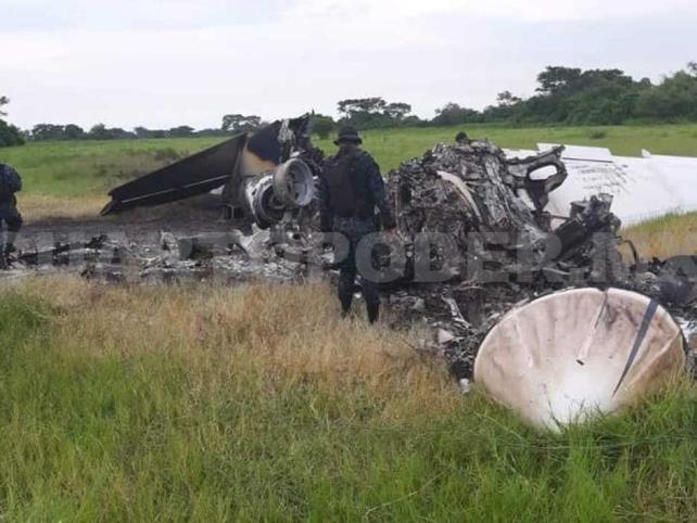 Mueren dos mexicanos al desplomarse un jet