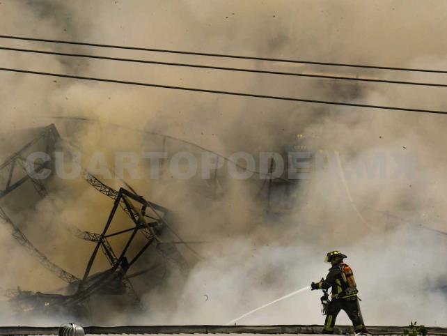 Se registra incendio en fábrica de Coyoacán