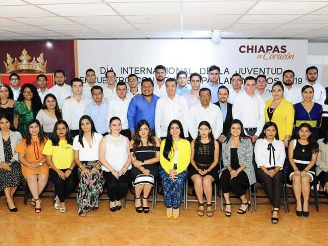 Reconoce REC a participantes del Noveno Parlamento Juvenil