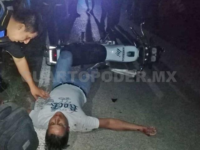 Motociclista arrolló a peatón  y ambos terminan lesionados