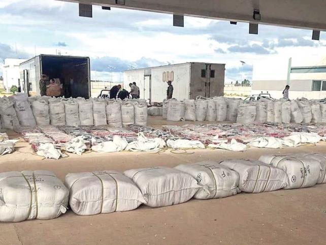 Aseguran mercancía ilegal en aduana