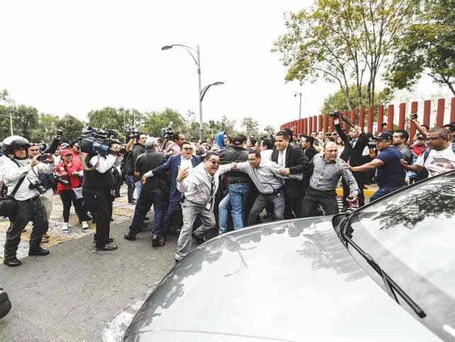 Diputados y empleados desalojan San Lázaro