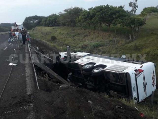 Accidente de autobús deja tres muertos