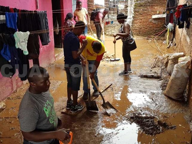 Migrantes ayudan en limpieza de calles