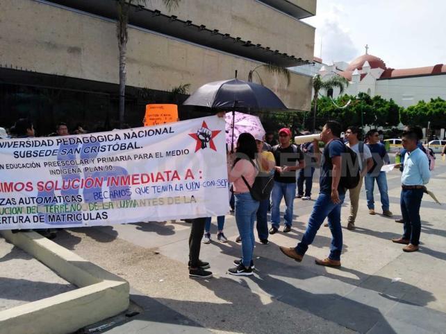 Alumnos exigen plazas automáticas en Chiapas