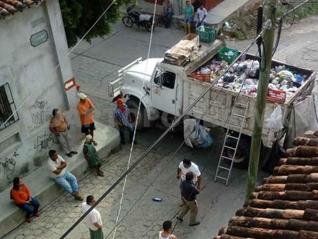 Encuentran un feto en el camión de la basura