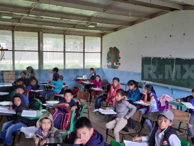 Escuela en mal estado pone en riesgo a niños