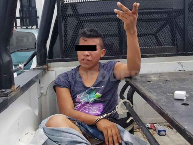 Golpean a catracho por robar en una tienda de celulares