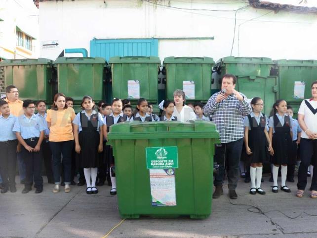 Inician colocación de contenedores de basura