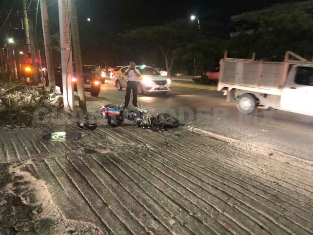 Motociclista se estrella contra una camioneta