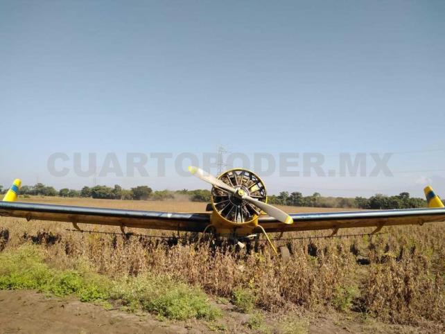 Aterriza de emergencia una avioneta fumigadora