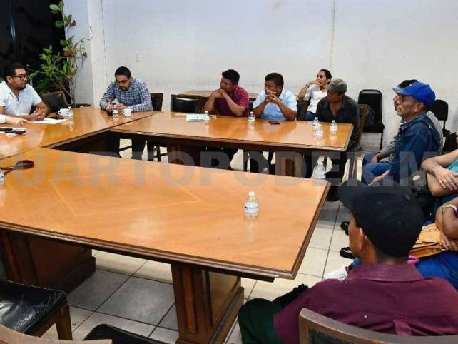 Establece diálogo Ismael Brito con pobladores