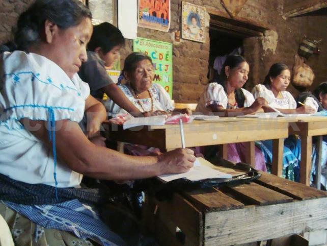 Analfabetismo se ensaña con mujeres indígenas