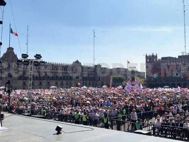 """AMLO pide un año más para """"una nueva patria"""""""
