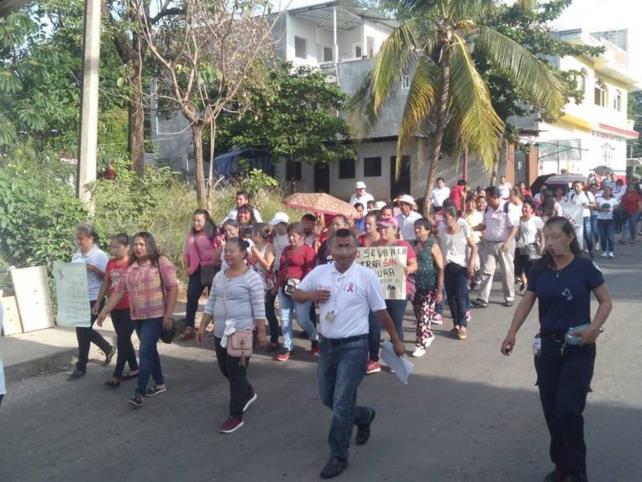 Marchan por el día mundial contra el Sida