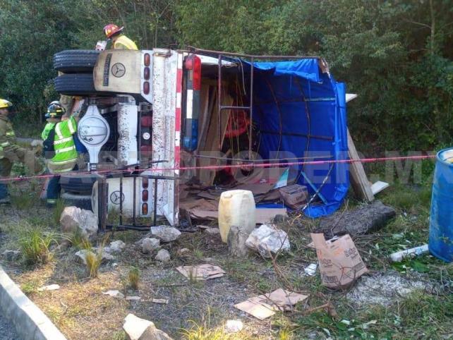 Antorchistas sufren accidente carretero