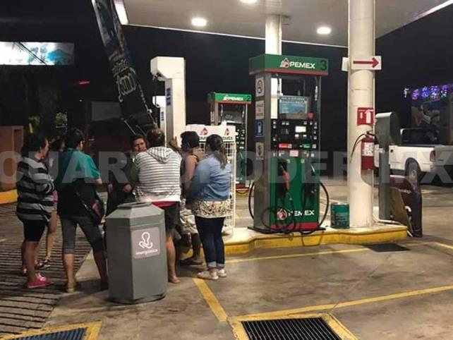 Sujetos portando armas de fuego atracan gasolinera