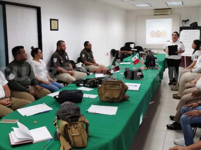 Capacitan a personal de migración en Tapachula