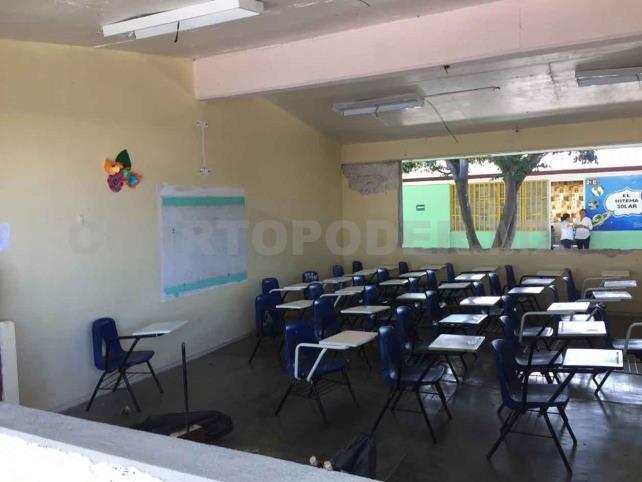 Sin luz y con cortinas  regresan a clases