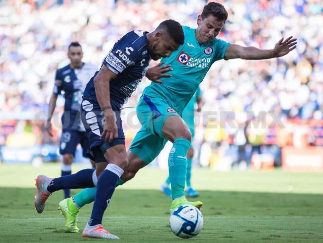 Pachuca enfrenta a Cruz Azul en el estadio Azteca